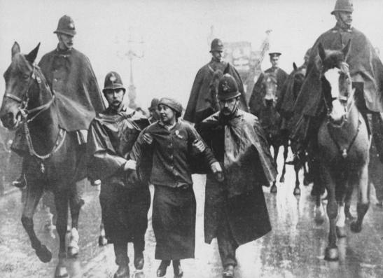 hist_uk_20_suffra_pic_pankhurst_sylvia_police_trafalgar_london_1912_g_19sep2015